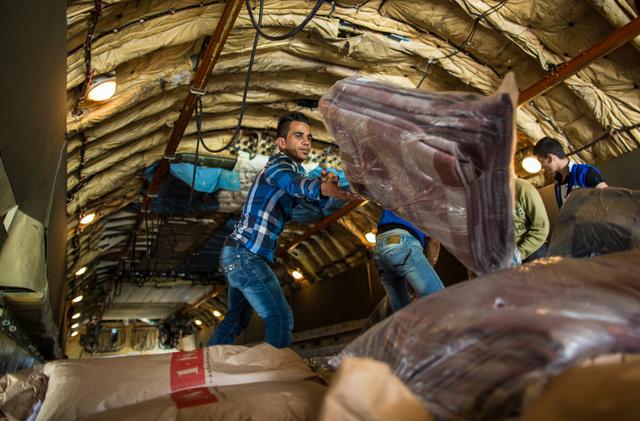 موسكو ترسل 30 طنا من المواد الغذائية والخيم والبطانيات الى سورية