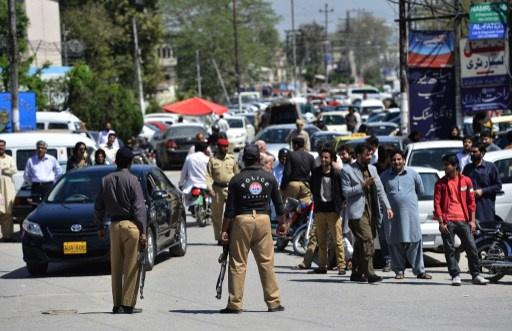 30 قتيلا وجريحا في تفجير يستهدف حافلة لقوات الشرطة شمال غربي باكستان