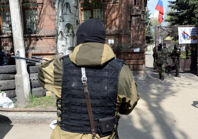 مقتل ناشط بقوات الدفاع الشعبي في مدينة سلافيانسك وإصابة آخر بنار مجهولين
