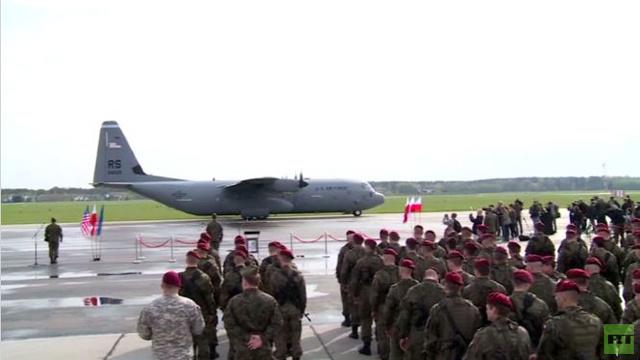 بالفيديو: وصول وحدة من المظليين الأمريكيين إلى بولندا