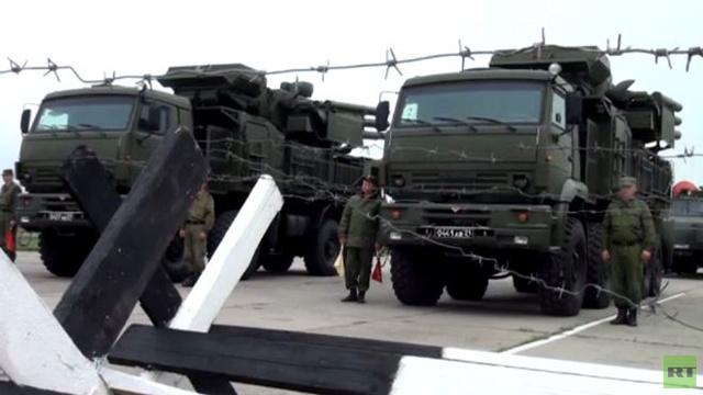 القوات المسلحة الروسية تنفذ مناورات قرب الحدود الأوكرانية (فيديو)