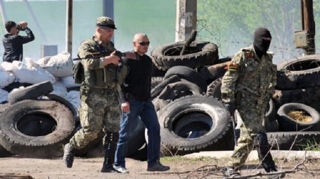قوات الدفاع الشعبي تعلن إعادة سيطرتها على الحواجز حول مدينة سلافيانسك