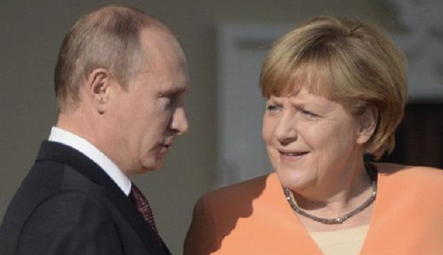 بوتين في اتصال هاتفي مع ميركل يدين بشدة محاولات سلطات كييف استخدام الجيش ضد المدنيين