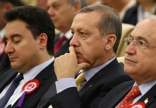 رئيس المحكمة الدستورية في تركيا يدين انتقادات اردوغان