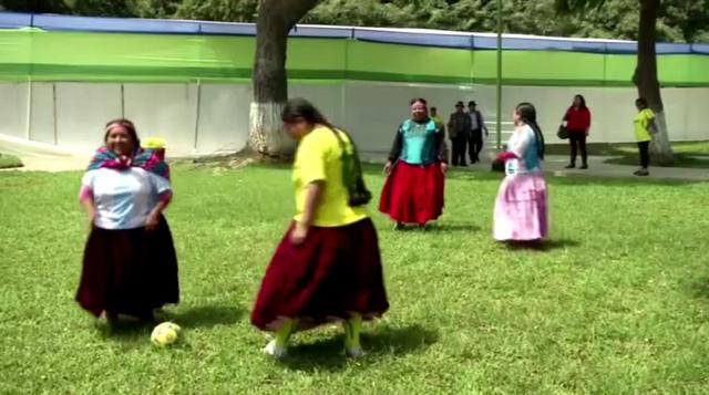 بالفيديو .. مباراة ودية بين نساء من بيرو احتفالا باقتراب مونديال البرازيل