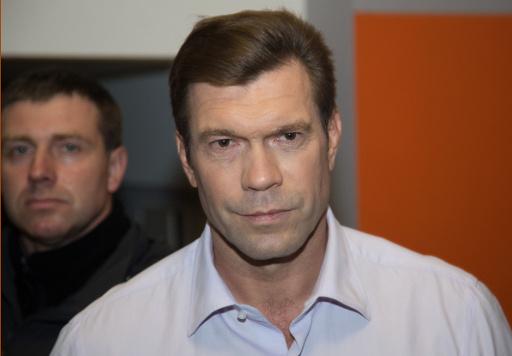 مرشح للرئاسة الأوكرانية يكشف عن رواتب مسلحي السلطات