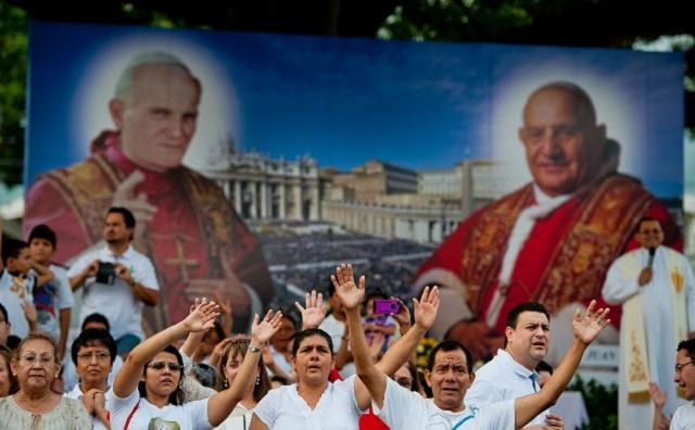البابا فرنسيس يعلن قداسة يوحنا الثالث والعشرين ويوحنا بولس الثاني