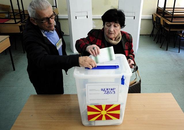 اغلاق صناديق الاقتراع في الانتخابات البرلمانية والرئاسية بمقدونيا وتوقعات ببقاء غرويفسكي في السلطة