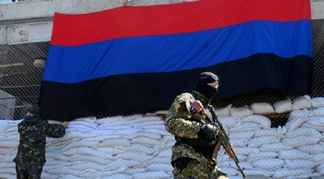 فريق التفاوض الاوروبي يفرج عن احد العسكريين الأجانب المحتجزين في سلافيانسك (فيديو)