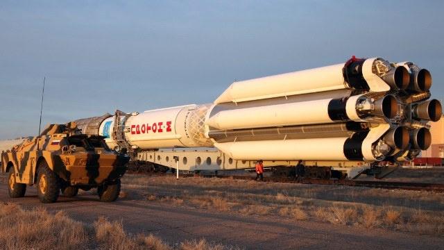 الصاروخ الحامل بروتون ينقل قمرين اصطناعيين الى المدار صباح اليوم (فيديو)