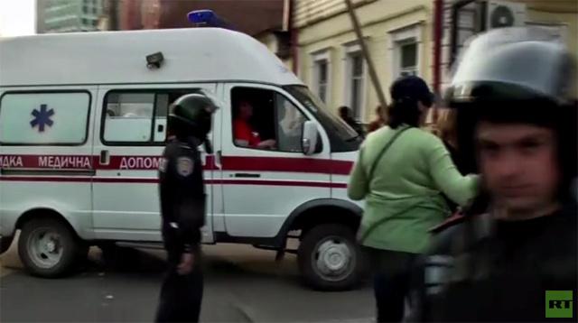 بالفيديو.. جرحى في اشتباكات بين مشجعين رياضيين ومحتجين موالين لروسيا في خاركوف