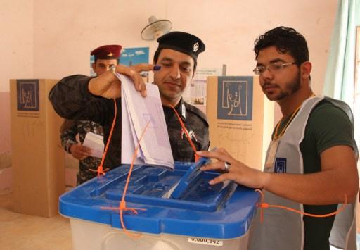عشرات القتلى والجرحى في تفجيرات تزامنا مع الانتخابات البرلمانية في العراق