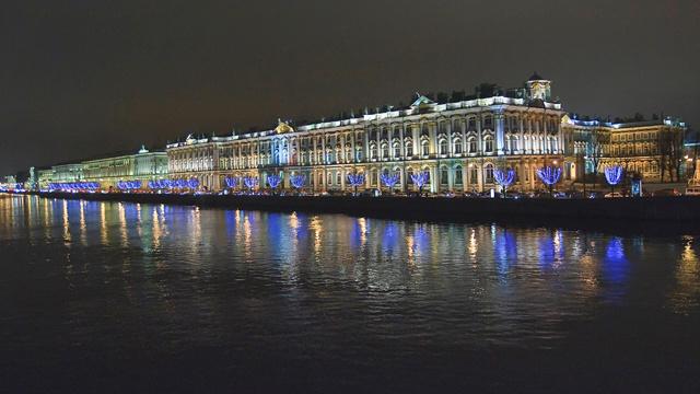 روسيا تسعى لجذب عدد أكبر من السياح إلى القرم وبطرسبورغ