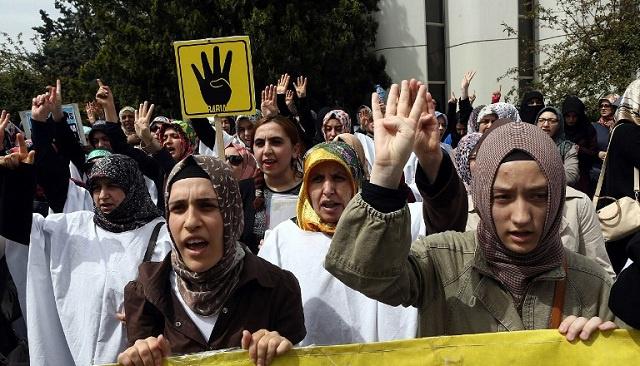 احتجاجات في اسطنبول ضد أحكام الإعدام في مصر (فيديو)