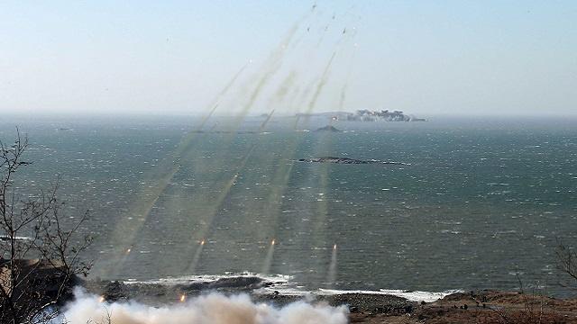 كوريا الشمالية تجري تدريبات عسكرية بالذخيرة الحية بالقرب من جارتها الجنوبية
