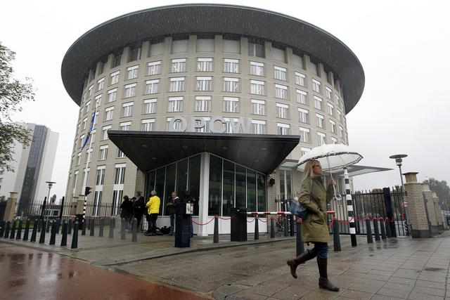 منظمة حظر الأسلحة الكيميائية سترسل فريقا لسورية للتحقيق في استعمال غاز الكلورين