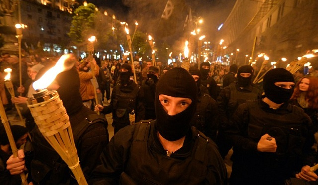 جرحى باشتباكات عنيفة وسط كييف (فيديو)
