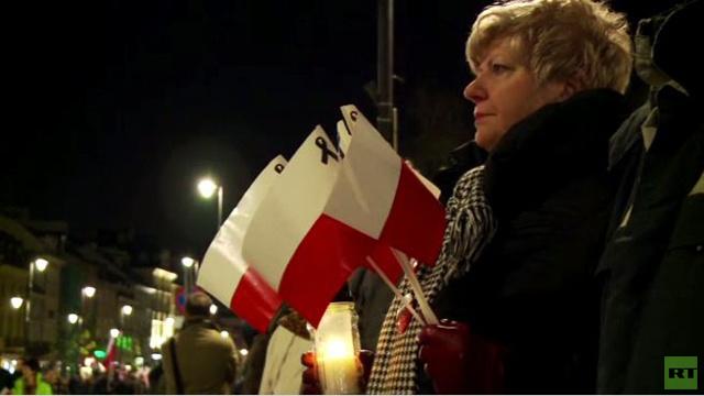 آلاف البولنديين يتظاهرون في الذكرى الرابعة لتحطم طائرة الرئيس كاتشينسكي (فيديو)