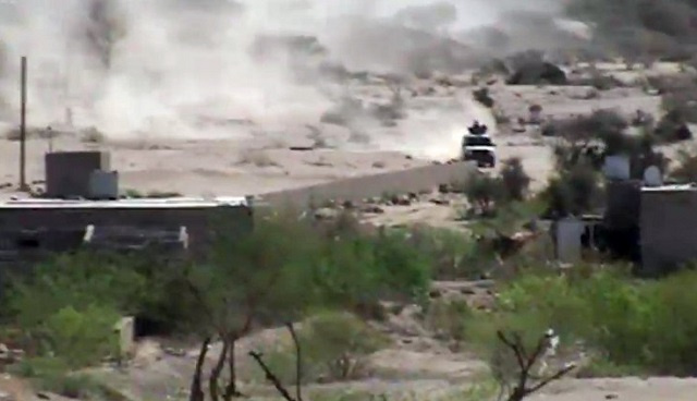 مقتل شخصين في غارات للطيران اليمني على منزل لمتشدد قاتل في سورية