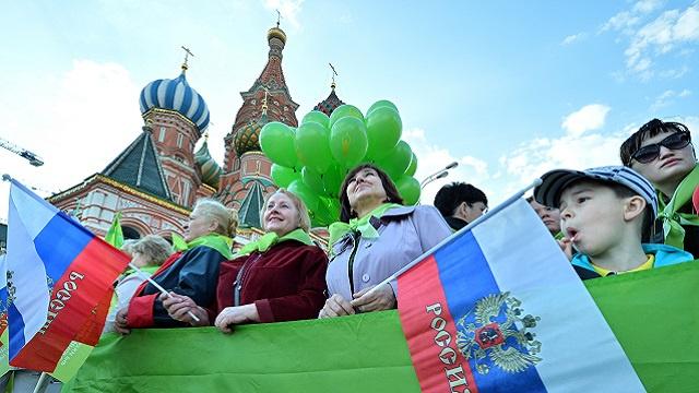 روسيا تحتفل بعيد العمال (فيديو)