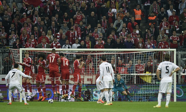 بالفيديو.. أساطير كرة القدم يسجلون هدفا مماثلا للكرة الحرة التي سددها كريستيانو أمام بايرن ميونيخ