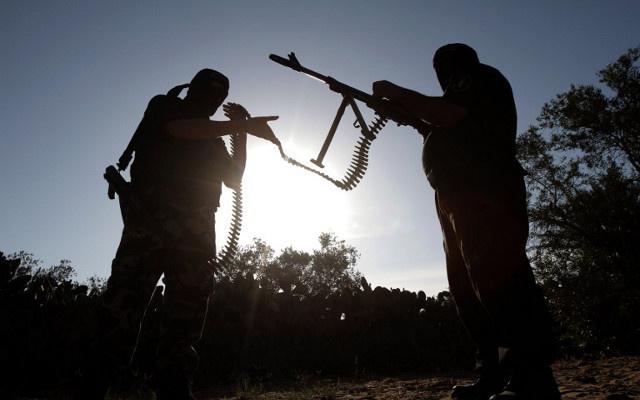 السلطات الفرنسية ترحل مواطنا جزائريا للاشتباه في تجنيده فرنسيين للقتال في سورية