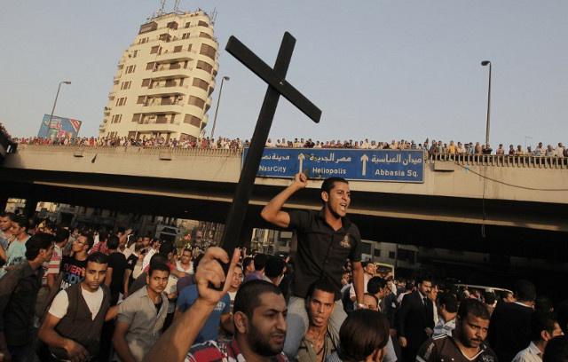 إحالة 102 من الاسلاميين المصريين إلى المحاكمة على خلفية هجمات على الأقباط