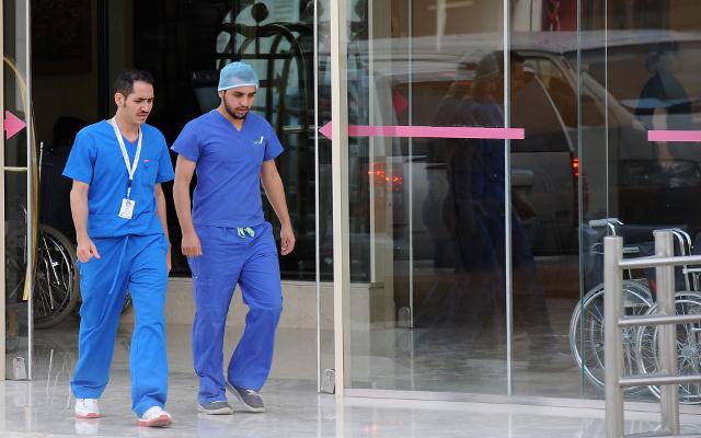 السلطات المصرية تحذر بعض مواطنيها من السفر للسعودية بسبب فيروس كورونا