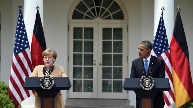 أوباما: الولايات المتحدة والاتحاد الأوروبي يعملان على العقوبات التي ستشمل قطاعي المال والسلاح للاقتصاد الروسي
