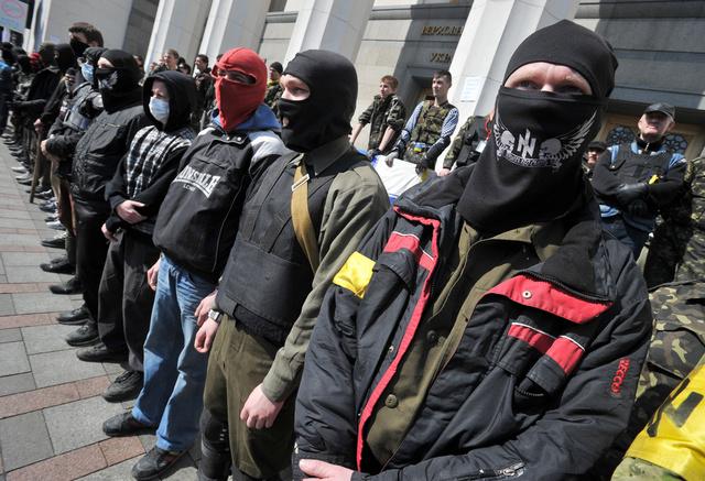 مصدر أوكراني: أجانب يحصلون على جوازات سفر أوكرانية للمشاركة في قمع المقاومة الشعبية