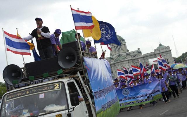 المعارضة التايلاندية تطالب رئيسة الوزراء بالاستقالة