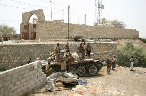 اليمن: تنظيم القاعدة يفرج عن 8 جنود أسرى