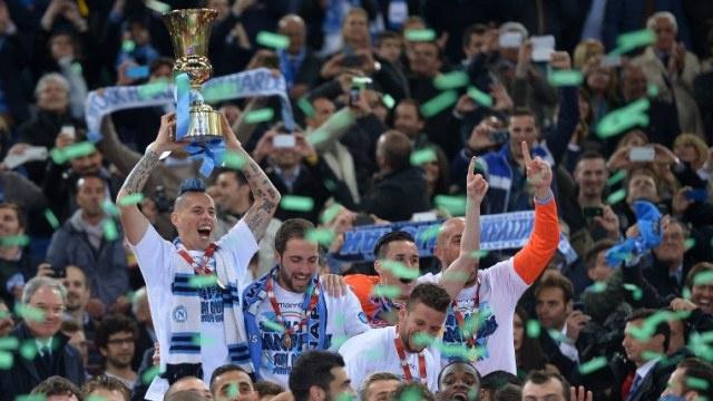 نابولي ينقذ موسمه ويفوز بكأس ايطاليا على حساب فيورنتينا