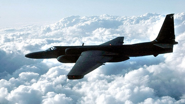 طائرة تجسس أمريكية تقوم بالتشويش على الملاحة الجوية في كاليفورنيا