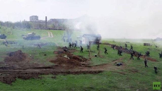 بالفيديو.. إعادة تمثيل معركة روستوف عشية الاحتفالات بعيد النصر في روسيا