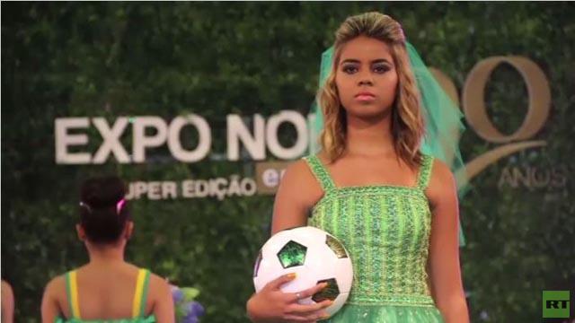 بالفيديو.. معرض للعرائس في عرس الكرة البرازيلي