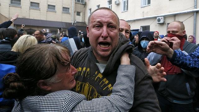 الشرطة الأوكرانية تفرج عن 67 محتجزا من أنصار الفدرلة في أوديسا