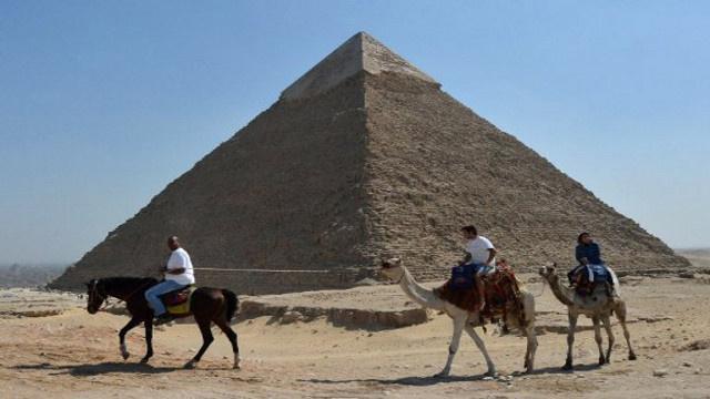 وزير السياحة المصري: لدينا خطط طموحة لإحياء قطاع السياحة