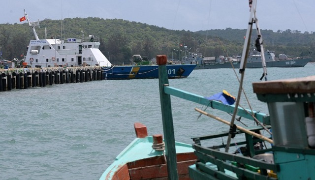 فقدان 11 شخصا في حادث اصطدام سفينتين قرب هونغ كونغ