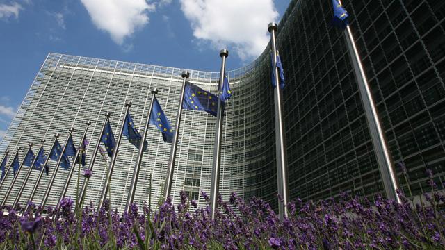 المفوضية الأوروبية تخفض توقعاتها لنمو اقتصاد اليورو في العام المقبل