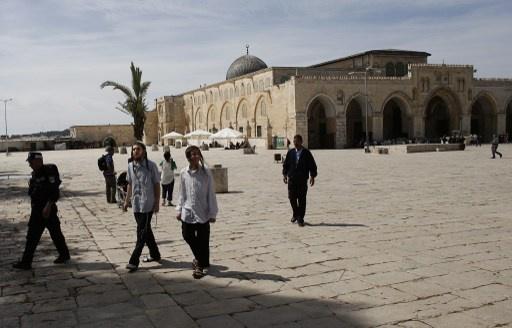 مستوطنون يقتحمون الأقصى واسرائيل تغلق أبوابه امام المصلين