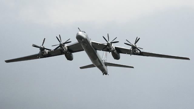 طائرات حربية روسية فوق كاليفورنيا