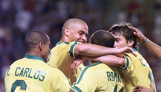 بالفيديو.. الفيفا تحتفل قبل 37 يوما فقط على انطلاق المونديال بذكريات الظاهرة البرازيلية رونالدو