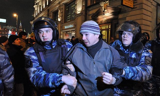 احتجاجات للمعارضة بموسكو وبطرسبورغ في ذكرى اشتباكات ساحة بولوتنايا (فيديو)