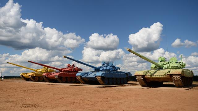 مدينة فولغوغراد الروسية تستضيف سباقات بياتلون الدبابات (فيديو)