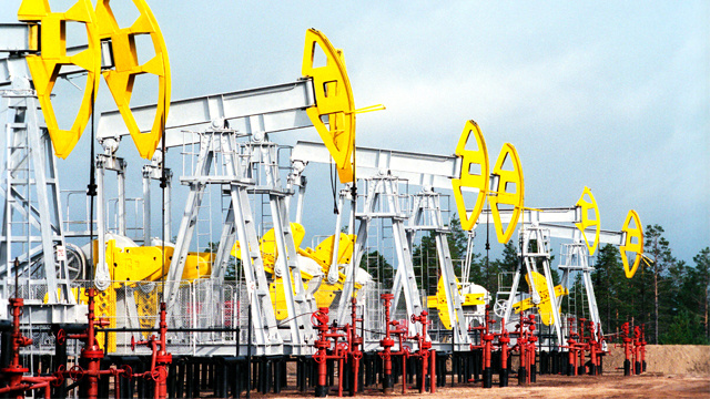 روسيا تنتج 173 مليون طن من النفط في الثلث الأول من 2014