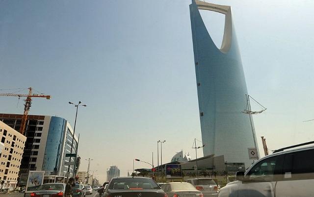 السعودية تقضي بسجن ناشط ليبرالي 10 سنوات وجلده ألف جلدة