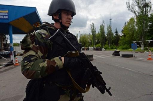 كييف مستعدة للحوار مع انصار الفدرلة ومستمرة في العملية التنكيلية