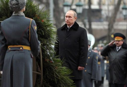 بوتين يضع إكليلا من الزهور على ضريح الجندي المجهول بمناسبة عيد النصر