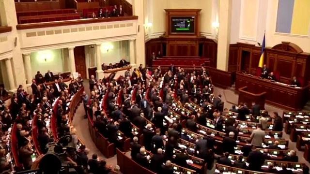 سلطات كييف تدعو إلى طاولة مستديرة للوحدة الوطنية